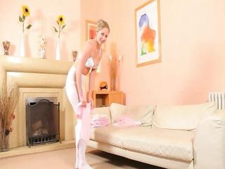 hawt mama in white hose undress