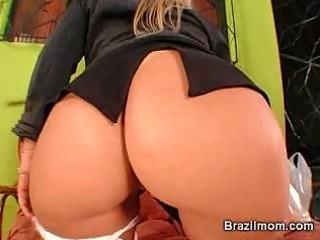 brazilian milf toy her pussy