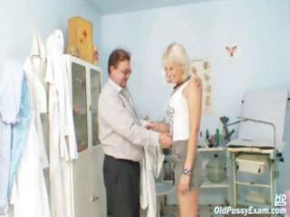 older romana has old twat gyno speculum examined