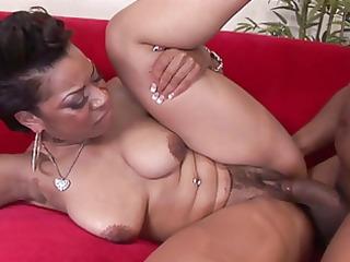 darksome gal drinking cum after engulfing cock