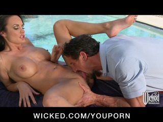 large tit mother i alektra blue gets massage and