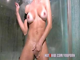d like to fuck shower time!!!
