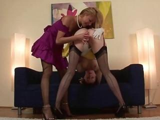 older lesbo vagina gratification