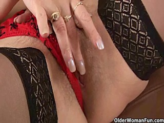 slutty granny in nylons is dildoing her curly cunt
