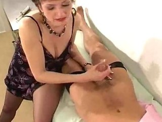 d like to fuck in hose gives her doctor a tugjob