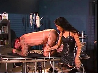 brunette hair dominatrix has a thing for ropes