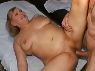 Mature anal and squirt