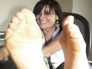 d like to fuck showing feet on web camera