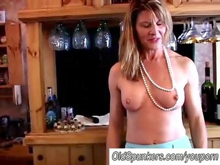 fit aged swinger bonks her wet twat
