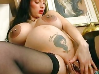 bizarre preggy d like to fuck spreads her