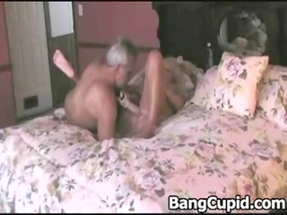 mature toys her cunt and acquires drilled