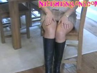 slutty hawt hose mama in black leather boots