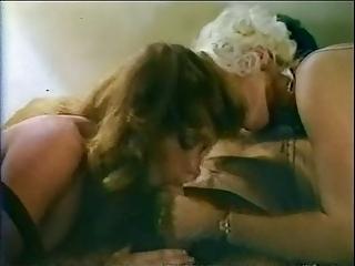 milfs in retro threeway scene