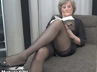 older housewife in hot darksome nylons part2