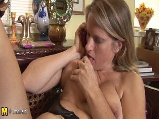 hot american cougar mom masturbates while talking